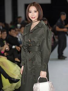 Hoa hậu Hải Dương xách túi một tỷ đồng đi xem show