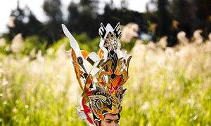 Nam Thành mặc trang phục Thánh Gióng
