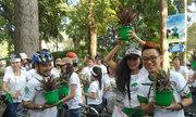 Trần Lập cùng học trò đạp xe ươm màu xanh