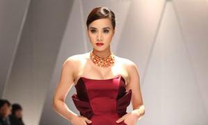 Trang Nhung trở lại catwalk