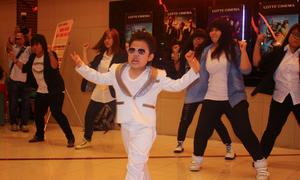 'Psy nhí' được hâm mộ cuồng nhiệt khi trở lại Sài Gòn
