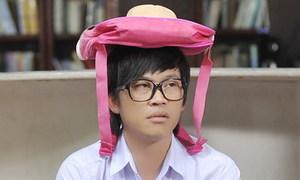 Hoài Linh làm học sinh 'đại náo học đường'