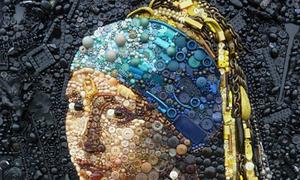 Siêu phẩm hội họa được tái hiện bằng cúc áo, đồ nhựa