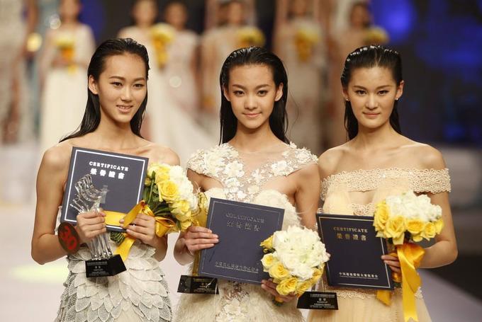 Cô gái 16 tuổi đoạt giải Siêu mẫu Trung Quốc