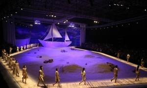 Biển xanh, cát trắng và sắc màu trong show Đỗ Mạnh Cường
