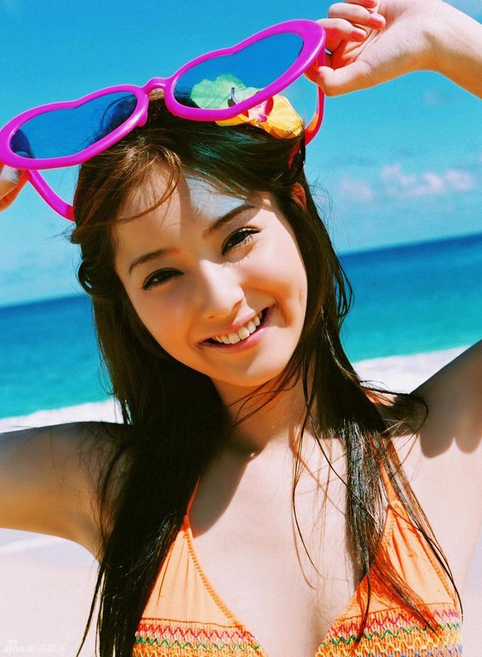 'Mỹ nhân đẹp nhất Nhật Bản' tràn sức sống với bikini