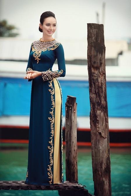 Ngọc Diễm cổ điển với áo dài hoa văn