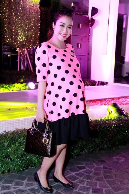 Ốc Thanh Vân diện váy hạ eo đi dự tiệc