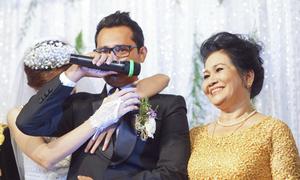 Huỳnh Đông bật khóc trong lễ cưới