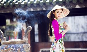 Linh Chi rực rỡ với áo dài hoa đón xuân