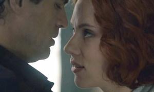 Mark Ruffalo không hôn Scarlett Johansson trong 'Avengers 2'