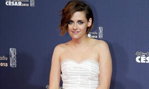 Kristen Stewart gọi phụ nữ phẫu thuật thẩm mỹ là 'mất trí'