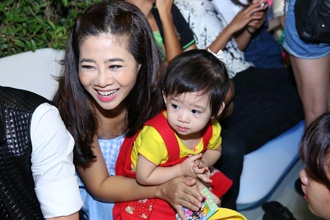 Mai Phương và con gái dự sinh nhật Nhã Phương