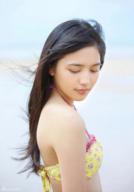 Khoảnh khắc bikini của các người đẹp Nhật Bản