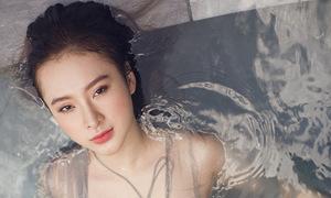 Angela Phương Trinh khoe hình thể với bikini