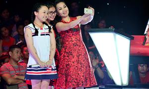 Cẩm Ly 'mượn' Thiện Nhân để dụ thí sinh 'The Voice Kids'