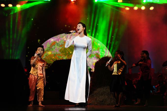Hà Hồ nhảy chân sáo hát nhạc thiếu nhi của An Thuyên