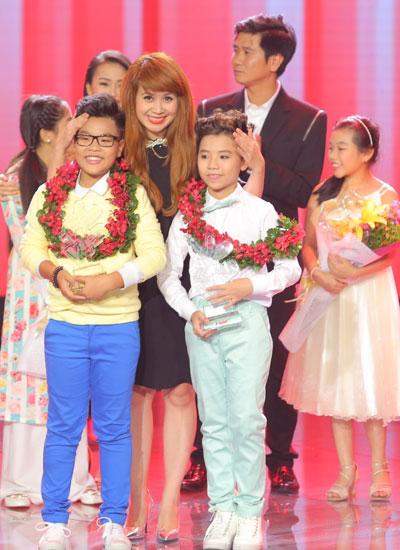 Công Quốc và Tiến Quang là hai Á quân của chương trình với phần thưởng trị giá 100 triệu đồng mỗi giải.