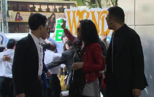 nhung-hat-san-trong-phim-tvb-khien-khan-gia-cuoi-rinh-rich-4