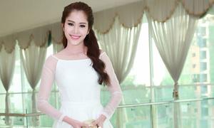 Hoa khôi Nam Em diện 'váy công chúa' xuyên thấu