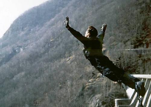10-pha-hanh-dong-nghet-tho-cua-loat-phim-diep-vien-007-4