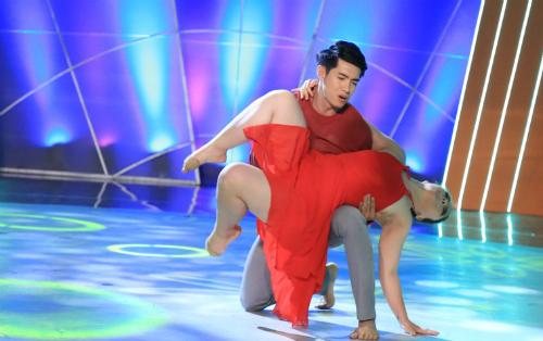 vu-cong-son-lam-nhac-bong-ban-nhay-100-kg-tren-san-khau-2