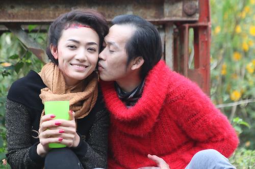Nghệ sĩ Hoài Linh và Tinna Tình trên phim trường.