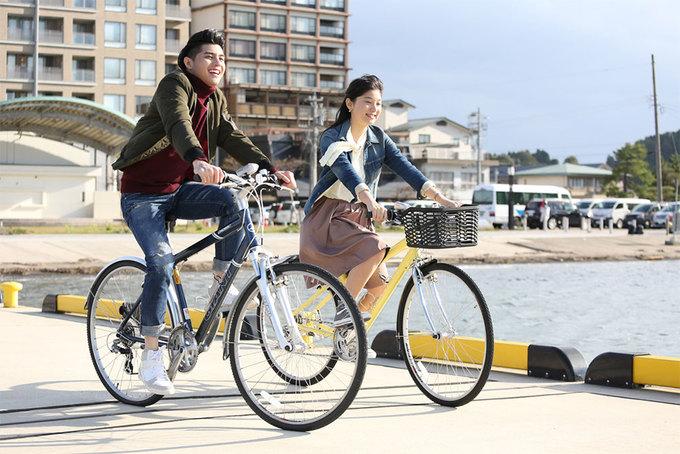 Noo Phước Thịnh đạp xe cùng cô gái Nhật