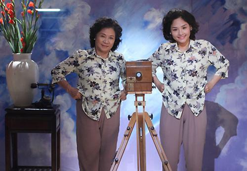 Miu Lê (phải) đóng vai bà ngoại trong thân xác cô gái trẻ, còn nghệ sĩ Ưu tú Minh Đức là bà ngoại thật sự.
