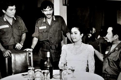 Thương Tín (trái) và Diễm My trong một cảnh phim.