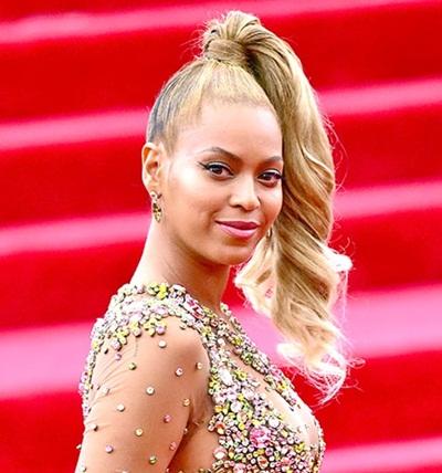 Giọng ca Beyonce chọn kiểu tóc đuôi ngựa cột cao trên đỉnh đầu khá ấn tượng khi tham dự sự kiện thời trang Met Gala hồi đầu năm.