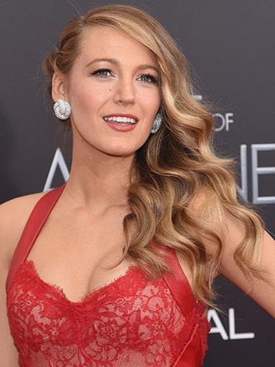 Nữ diễn viên Blake Lively sở hữu những sóng tóc nâu vàng gợi cảm đậm chất Mỹ trong lễ ra mắt phim The Age of Adaline tại New York.