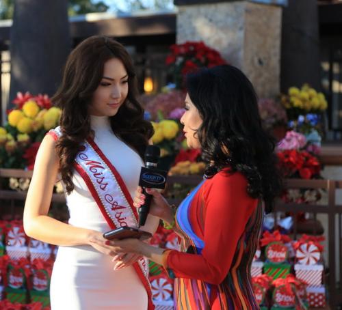 Đặc biệt để nghỉ xả hơi sau những ngày làm việc vất vả, HH Jennifer Chung dự định sẽ bay qua Las Vegas xem đêm chung kết HH Hoàn Vũ 2015 để ủng hộ cho Phạm Hương.