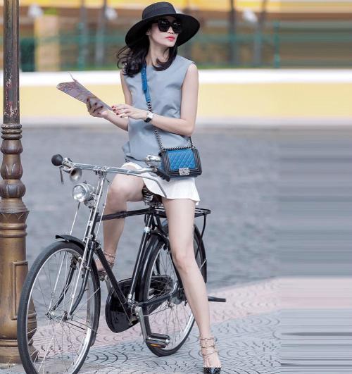Thanh Trúc vốn được biết đến là người mẫu thế hệ đầu tiên của Việt Nam, cô đồng trang lứa với các siêu mẫu nổi tiếng một thời như Ngọc Thúy, Bằng Lăng, Xuân Lan... Hiện tại Thanh Trúc đang là đạo diễn catwalk của nhiều show diễn uy tín. Công việc của cô vốn gắn liền với các xu hướng mới,