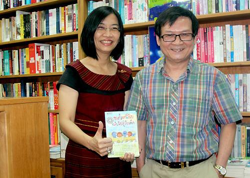"""""""gặp được nhà văn Nguyễn Nhật Ánh tôi vui quá"""", nữ độc già Thái chia sẻ"""