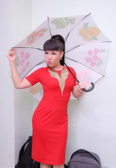 viet-huong-di-giay-cao-20-cm-de-gia-lam-pham-huong-4