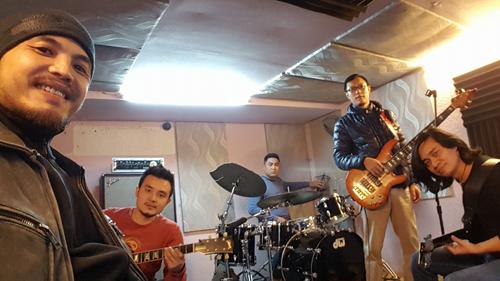 buc-tuong-va-nhung-nguoi-ban-lam-liveshow-ung-ho-tran-lap-1