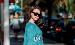 Trà Hằng phối váy áo sắc xanh dạo phố
