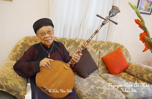 Sinh thời, Giáo sư Trần Văn Khê dành trọn đời phụng sự âm nhạc cổ truyền của dân tộc.