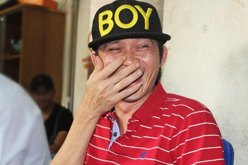 Hoài Linh cười