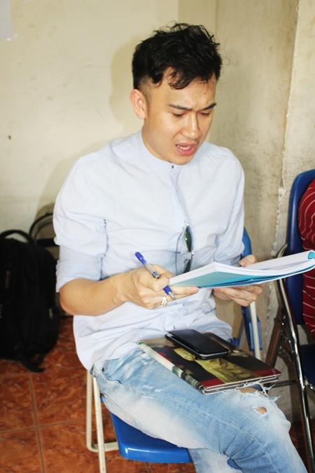 Ca sĩ Dương Triệu Vũ cũng có mặt tại buổi tập luyện. Anh đảm nhận một vai nhỏ trong liveshow của anh trai.