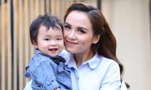 Con trai Hoa hậu Diễm Hương đón sinh nhật một tuổi