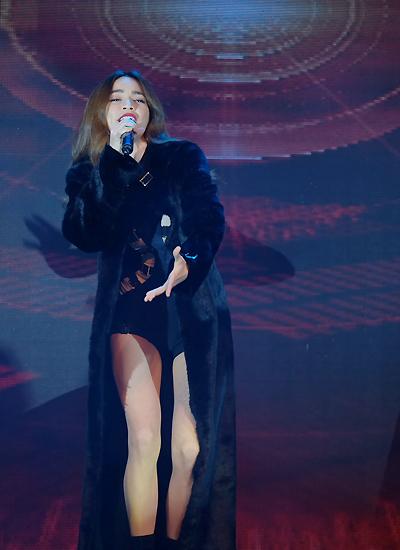 Vừa xuất hiện trên sân khấu Tech Awards, Hồ Ngọc Hà nhận được tràng pháo tay vang dội