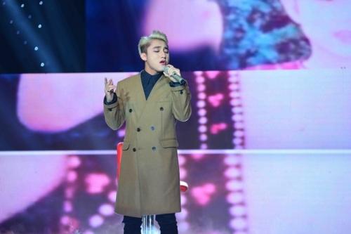 """Sơn Tùng trình diễn ca khúc """"Thái Bình mồ hôi rơi"""" tại The Remix năm ngoái."""