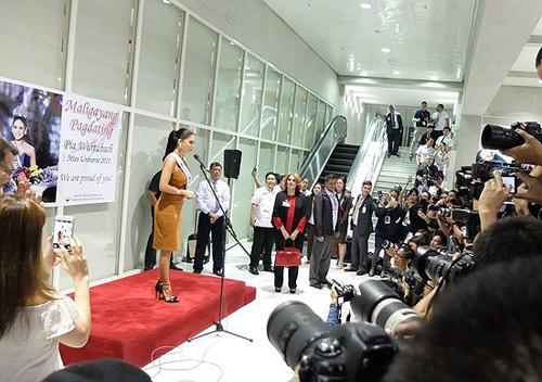 hoa-hau-hoan-vu-2015-ve-tham-que-nha-philippines-6