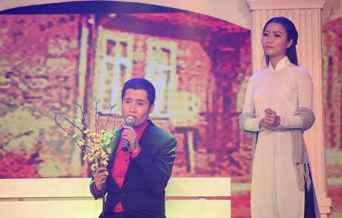"""Xuân Phú thể hiện ca khúc mới được cấp phép của nhạc sĩ Vũ Thành An """"Em đến thăm anh đêm 30""""."""