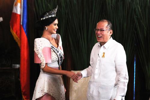 hoa-hau-hoan-vu-2015-gap-tong-thong-philippines