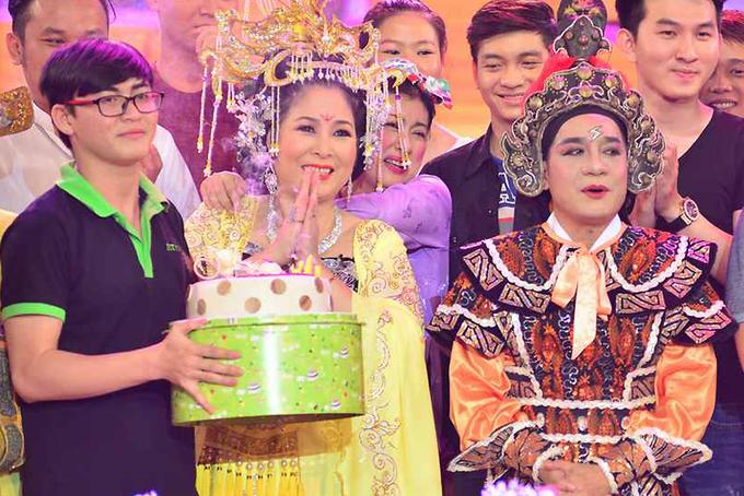 Minh Nhí đón sinh nhật tuổi 52