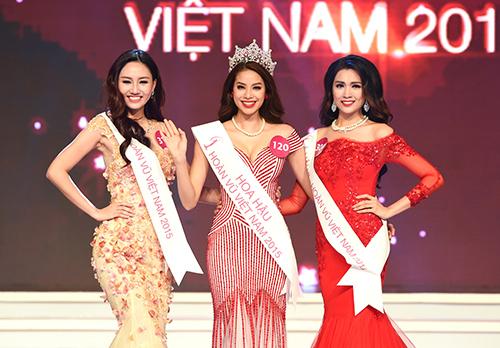 Hoa hậu Phạm Thị Hương bên hai Á hậu Trà My (trái) và Lệ Hằng.
