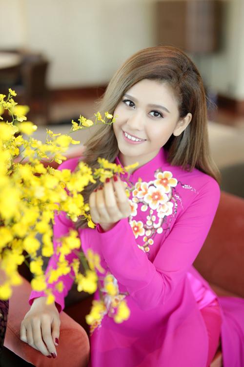 MC Nguyễn Cao Kỳ Duyên diện váy xẻ ngực